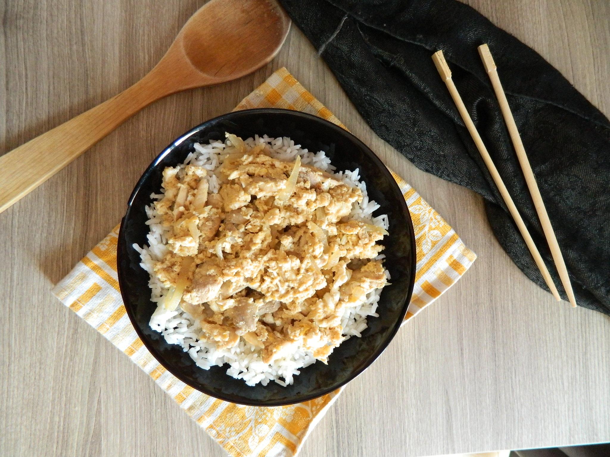 oyakodon. Oyakodon: Arroz con pollo y huevo
